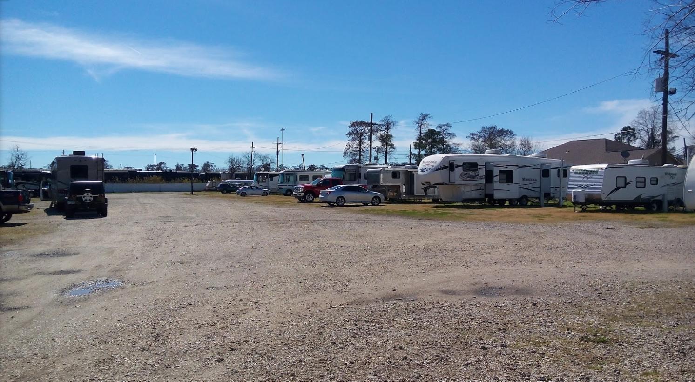Three Oaks and a Pine RV Park